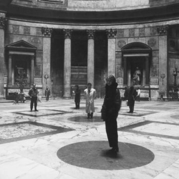 Alberto Campo Baeza at Pantheon with students of ETH, Rome, 1998